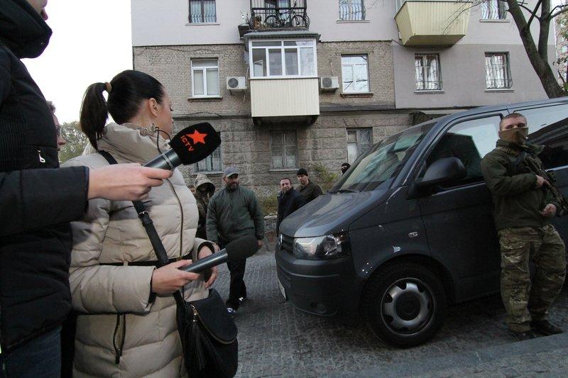 Правоохранители доставили Корбана в Днепропетровск под домашний арест (ПОЛНЫЙ ФОТОРЕПОРТАЖ) (фото) - фото 12