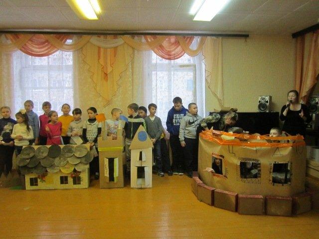 Юные полевчане построили необычный город из картона (фото) - фото 1