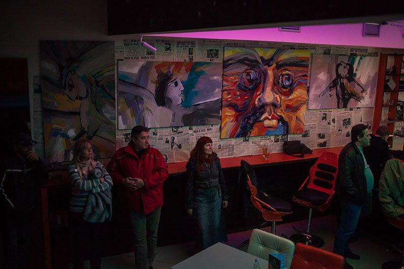 В Белгороде объединили показ картин художника Олега Булавина с концертом группы «Алоэ», фото-1