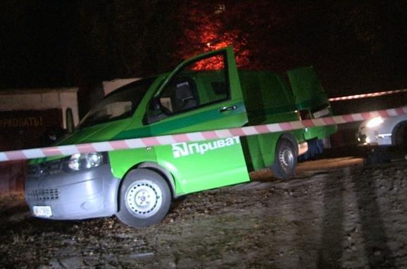 В Киеве неизвестные угнали инкассаторский автомобиль «ПриватБанка» (ФОТО, ВИДЕО) (фото) - фото 1