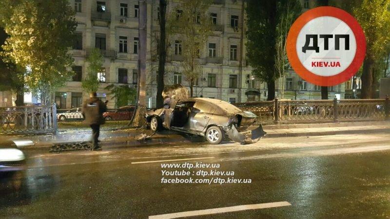 В Киеве дотла сгорела Mazda (ФОТО, ВИДЕО) (фото) - фото 1