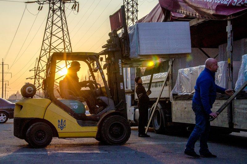 В Сватово выдвинулся пятый грузовик гуманитарной помощи (ФОТО) (фото) - фото 4