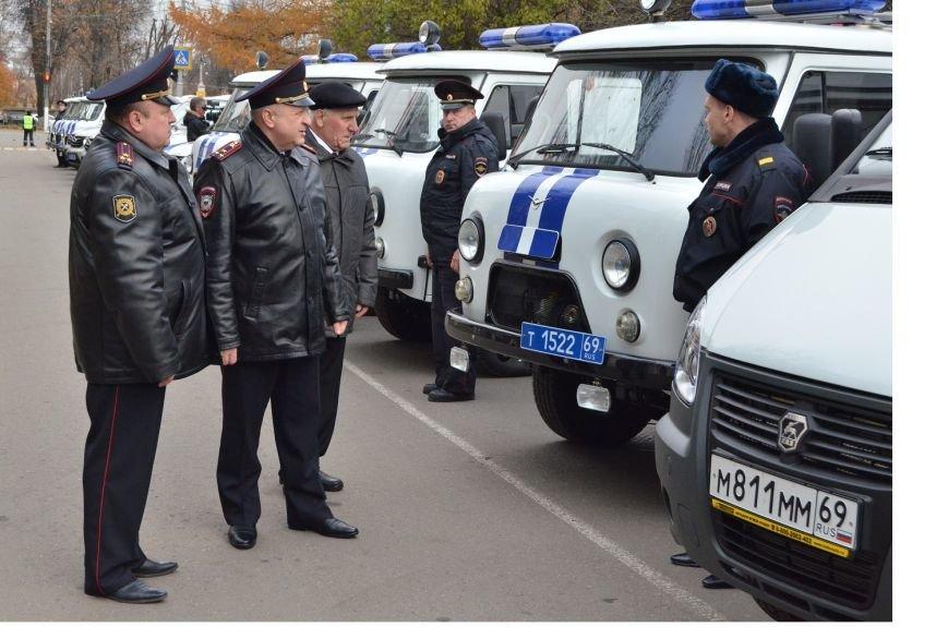 Полицейские Твери получили новые автомобили (фото) - фото 4