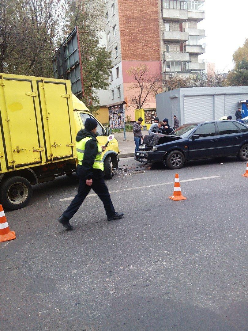 У Львові «поцілувались» два автомобілі (ФОТО) (фото) - фото 1