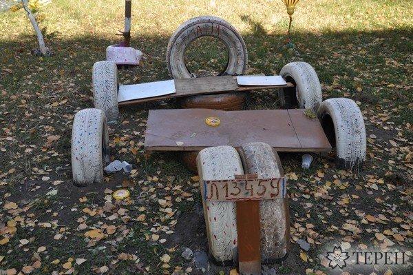 У Тернополі батьки самотужки прикрасили дитячий майданчик (фото) (фото) - фото 1