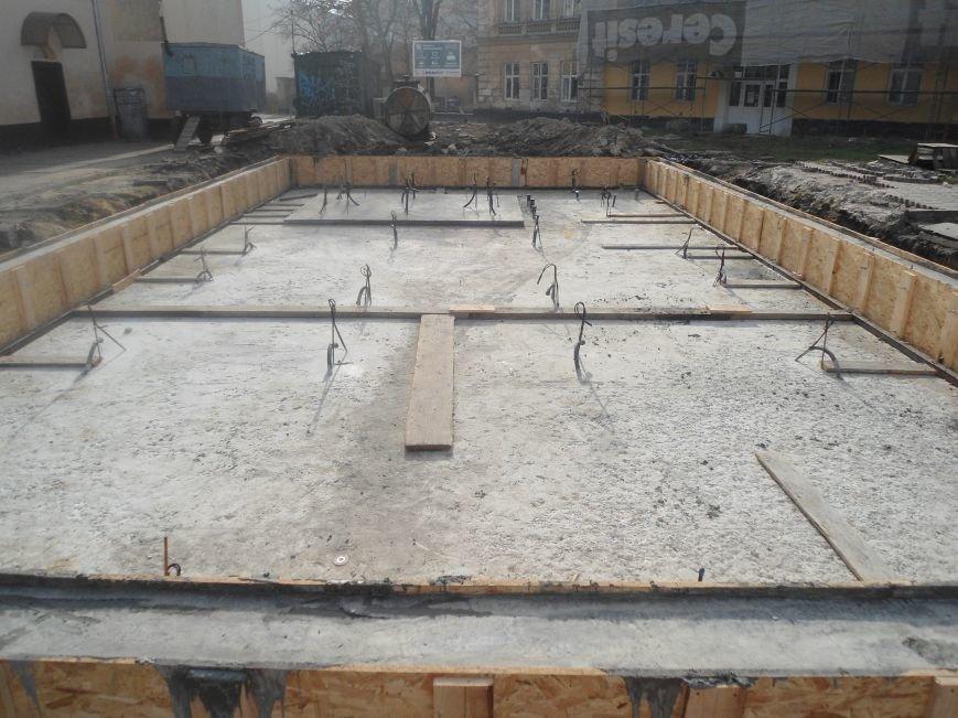 Фонтан на площі Митній: як триває будівництво надсучасного фонтану (ФОТО) (фото) - фото 3
