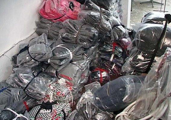Рыба покрупнее: в Одессе полиция обнаружила целый швейный цех по производству подделок (фото) - фото 2