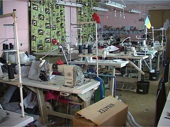 Рыба покрупнее: в Одессе полиция обнаружила целый швейный цех по производству подделок (фото) - фото 1
