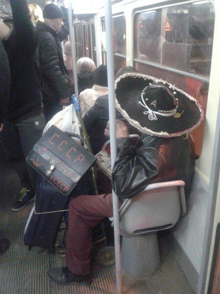 Пьяный коммунист в сомбреро развеселил пассажиров трамвая (ФОТО), фото-1