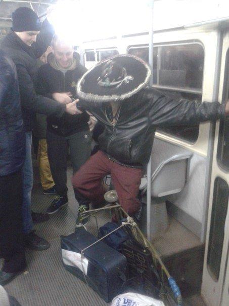 Пьяный коммунист в сомбреро развеселил пассажиров трамвая (ФОТО) (фото) - фото 2