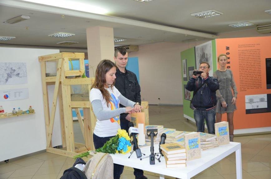 В Мариуполе презентовали книгу Надежды Савченко (ФОТО+ВИДЕО), фото-2
