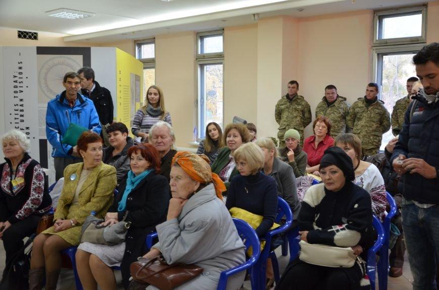 В Мариуполе презентовали книгу Надежды Савченко (ФОТО+ВИДЕО), фото-4
