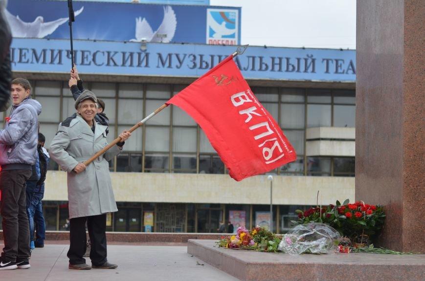 Массовым шествием и митингом в центре Симферополя отпраздновали крымские коммунисты годовщину Октябрьской революции (ФОТОРЕПОРТАЖ, ВИДЕО), фото-12