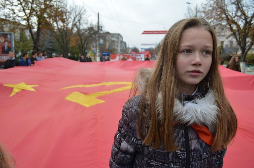 Массовым шествием и митингом в центре Симферополя отпраздновали крымские коммунисты годовщину Октябрьской революции (ФОТОРЕПОРТАЖ, ВИДЕО), фото-2