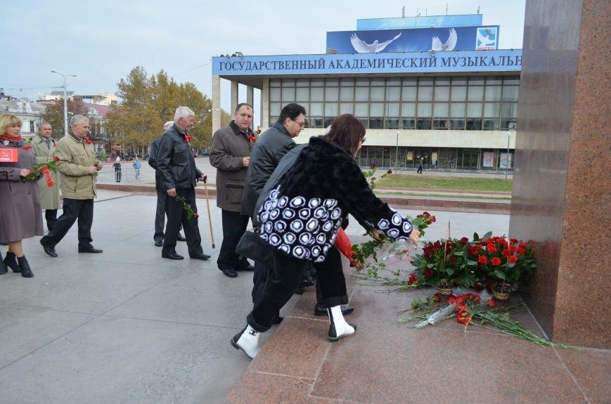 Массовым шествием и митингом в центре Симферополя отпраздновали крымские коммунисты годовщину Октябрьской революции (ФОТОРЕПОРТАЖ, ВИДЕО), фото-11
