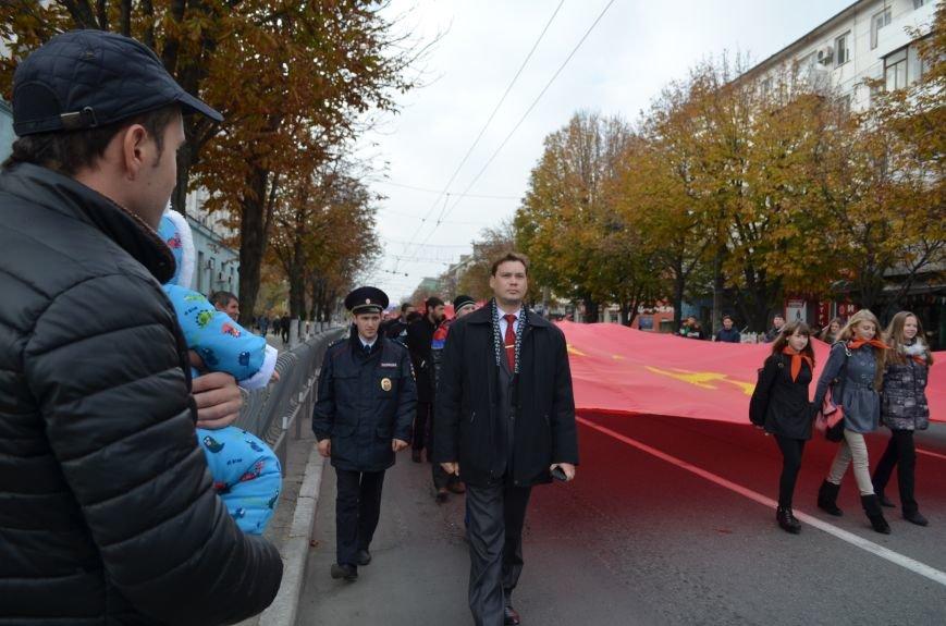 Массовым шествием и митингом в центре Симферополя отпраздновали крымские коммунисты годовщину Октябрьской революции (ФОТОРЕПОРТАЖ, ВИДЕО), фото-1