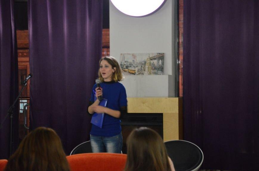 Как днепропетровская молодежь отметила День украинской письменности: авторская поэзия и баллады под гитару (ФОТО), фото-6
