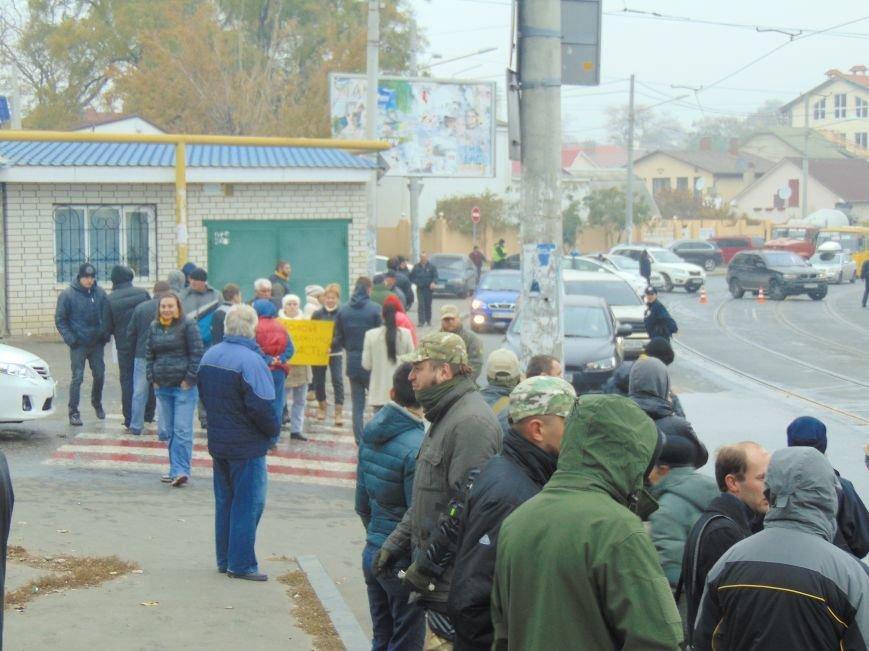 644f8067a4cfd7d888781613c0706fba Одесситы перекрывали дорогу и ложились под машины против стройки Кивана