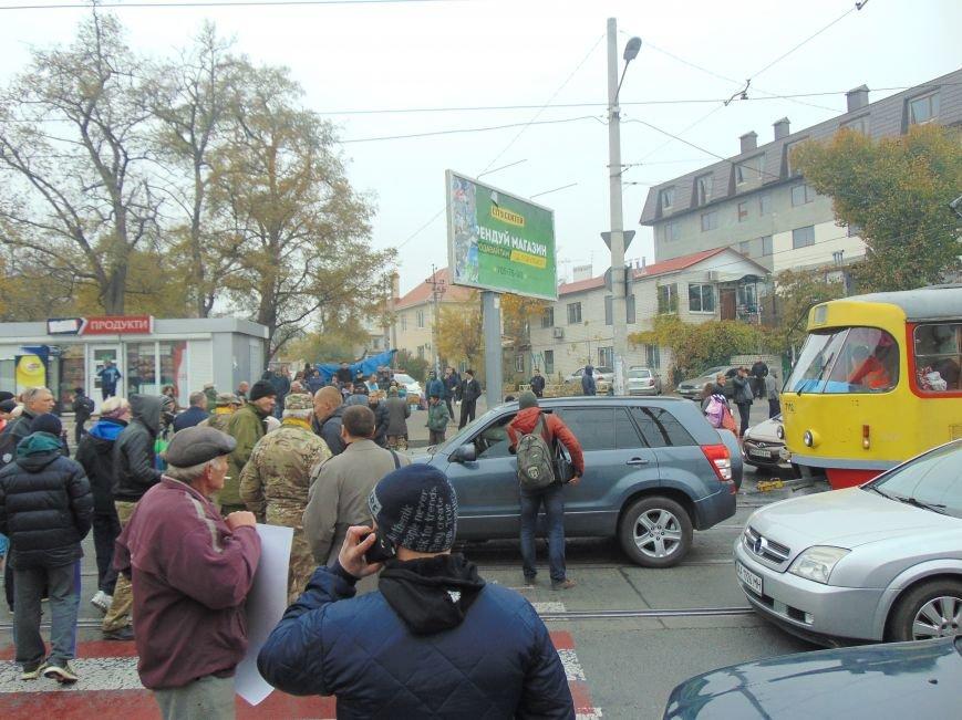 7080f801e3b71de6961376c8e8fae95d Одесситы перекрывали дорогу и ложились под машины против стройки Кивана