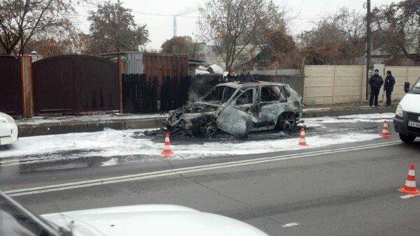 В Харькове на улице сгорел автомобиль (фото) - фото 1