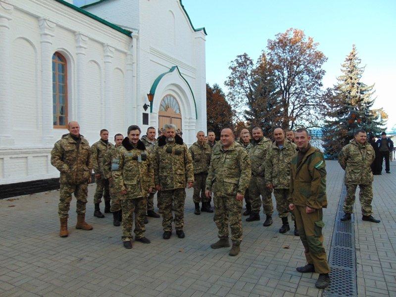Житомирські десантники відвідали найбільшу святиню Східної України (фото) - фото 1