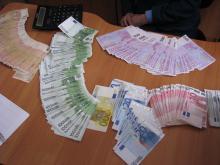 На Львівщині митники затримали українця із 9 тисячами євро в салоні атомобіля (ФОТО) (фото) - фото 2