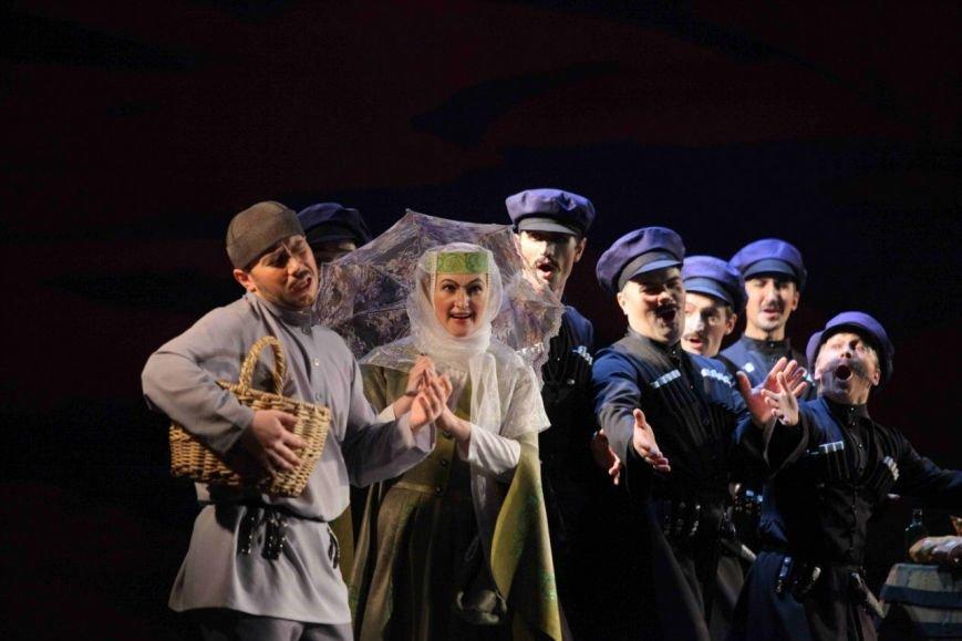 Аншлаг в театре драмы: в столице Коми показали «Хануму» Цагарели (фото) - фото 1