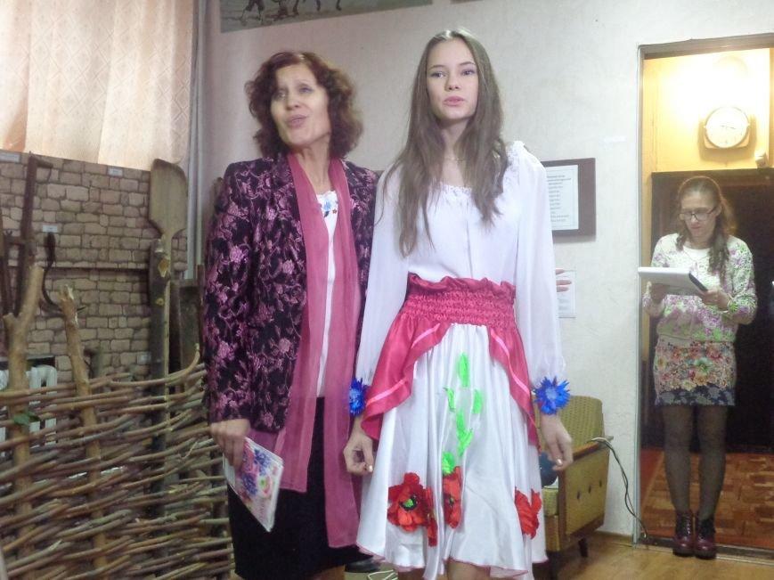 «Коли забув ти рідну мову, біднієш духом ти щодня…» - Красноармейск празднует День украинской письменности и языка (фото) - фото 6