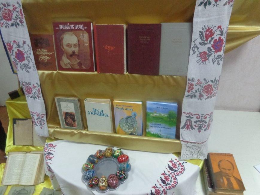 «Коли забув ти рідну мову, біднієш духом ти щодня…» - Красноармейск празднует День украинской письменности и языка (фото) - фото 1