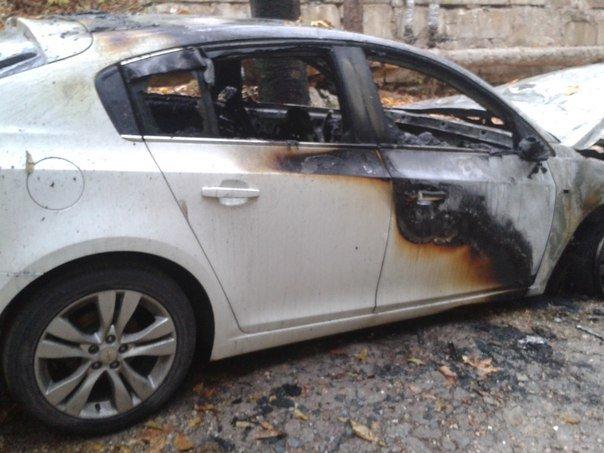 Череда поджогов автомобилей в Симферополе продолжается: Только сегодня утром сгорело три машины (ФОТО), фото-1