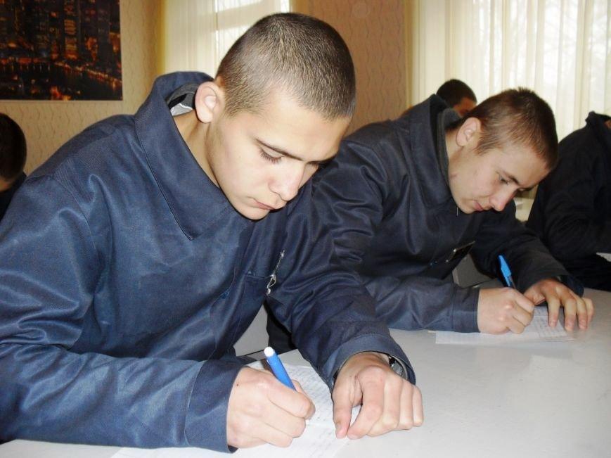 В Кременчугской воспитательной колонии писали Украинский диктант национального единства (ФОТО) (фото) - фото 1