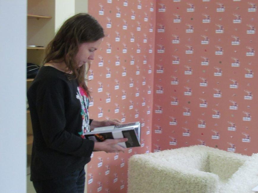 Мариупольские журналисты подарили книгу «Мариуполь. Последний форпост» Надежде Савченко, фото-3