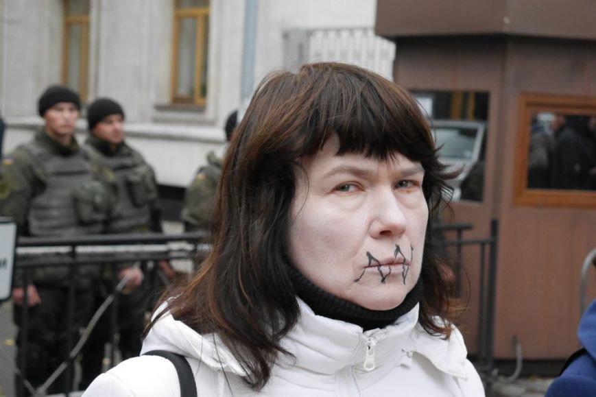 Фото: в Киеве Сталин и Екатерина II требовали от Президента особого статуса украинскому языку (фото) - фото 1