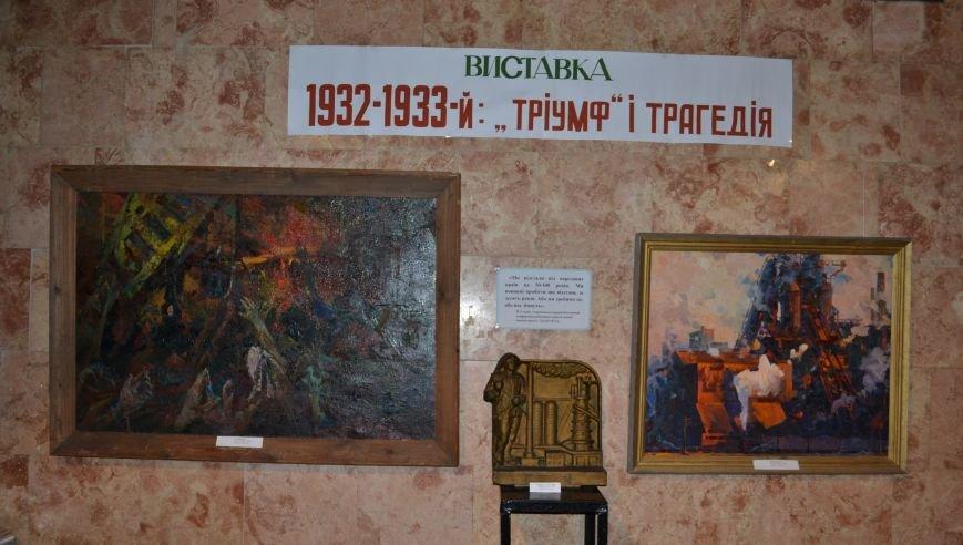 В музее истории Днепродзержинска проходит выставка памяти жертв Голодомора, фото-1