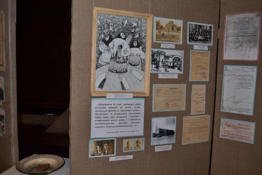В музее истории Днепродзержинска проходит выставка памяти жертв Голодомора, фото-3