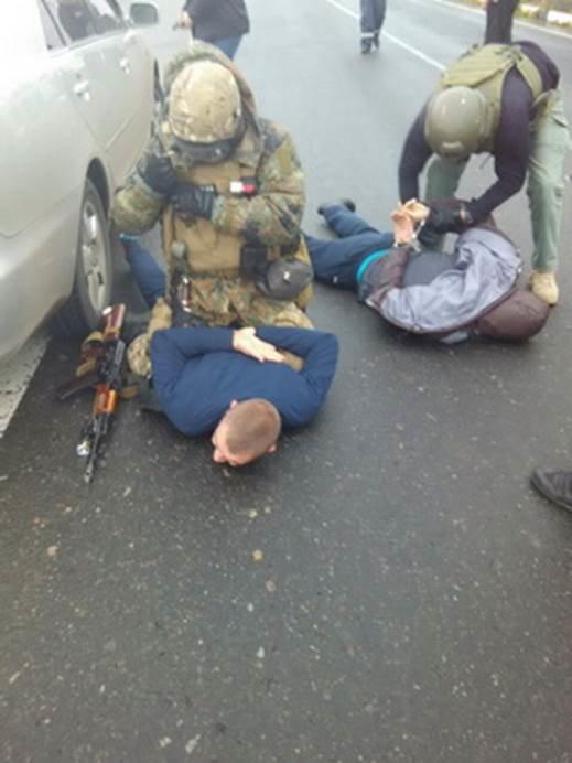 585e6b8dbb90f0b19a4371db16b64248 Елочные игрушки, пистолеты и жетон: в Одессе предотвратили ограбление инкассаторской машины
