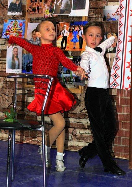 Победу на конкурсе талантов в Павлограде завоевали вокалистка и танцевальная пара (фото) - фото 1