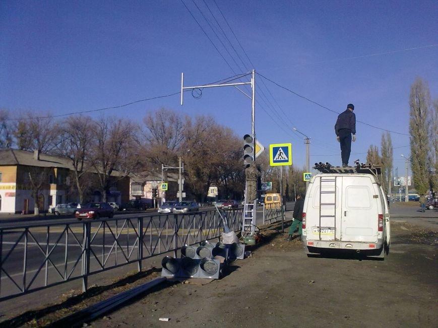 В Новошахтинске обновляются светофоры (фото) - фото 1