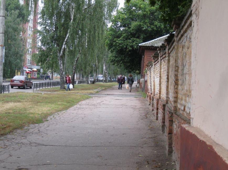 Возле черниговской больницы на улице Щорса обновили забор, фото-3