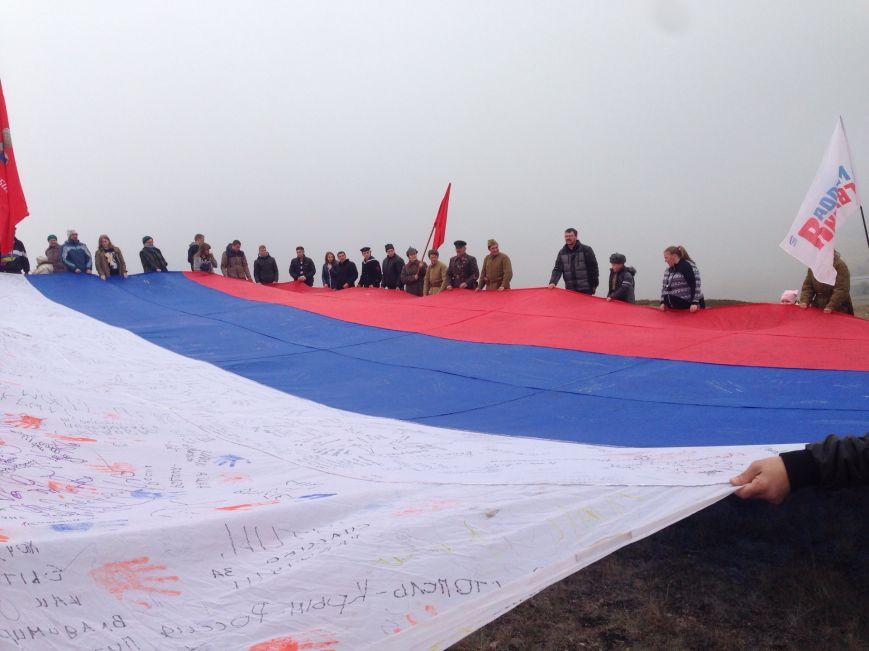 На горе Чатыр-Даг молодежь развернула огромный флаг России и выпустила в небо голубей (ФОТО), фото-4