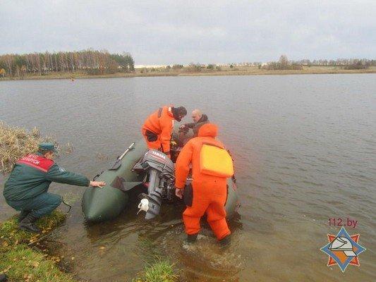 В Волковысском районе рыбаки перевернулись в лодке: одного вытянул местный житель, а второй погиб (фото) - фото 1