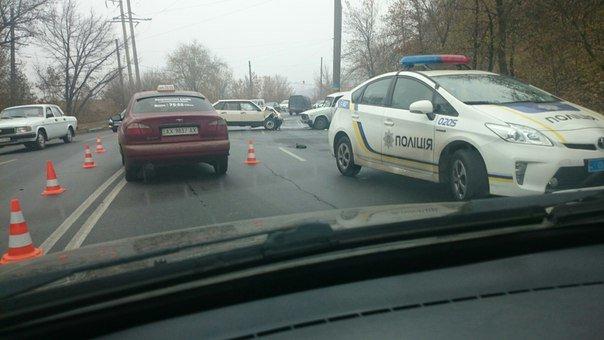 На спуске Веснина ДТП: машину вышвырнуло с проезжей части (ФОТО) (фото) - фото 1