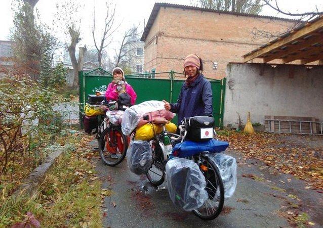 Японцы, которые едут в кругосветное путешествие на велосипедах с кроликом, остановились в Виннице, фото-1
