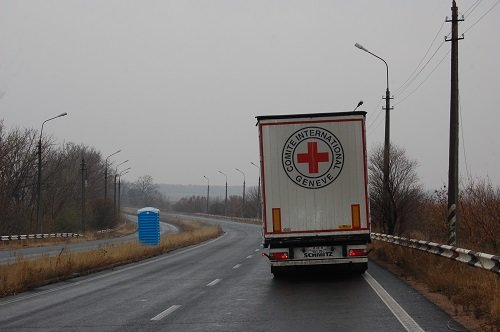 Международный Красный Крест установил биотуалеты и таблички «Опасно мины» (ФОТО), фото-1