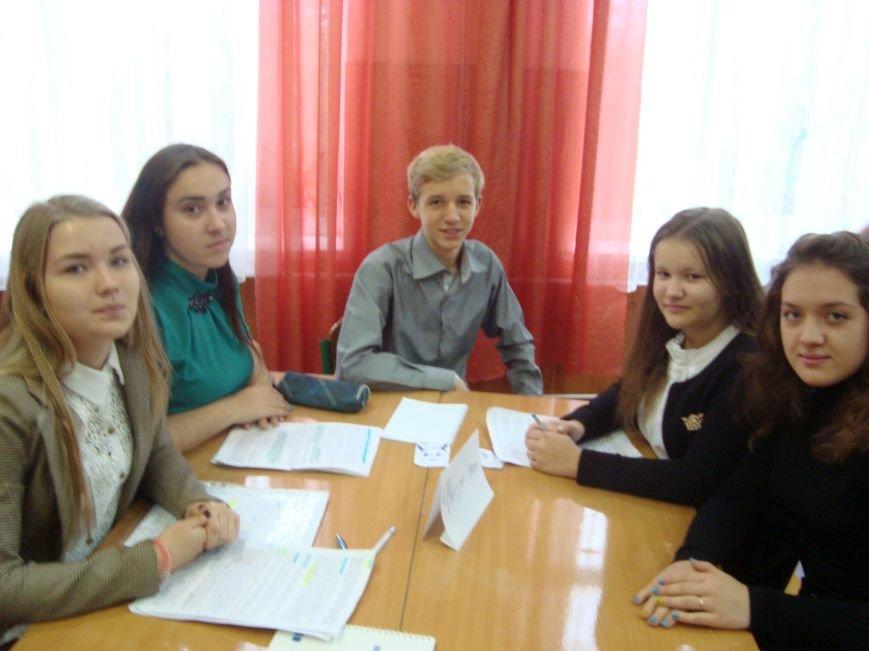 Команда юных правоведов из Доброполья одержали победу во Всеукраинском турнире (фото) - фото 1