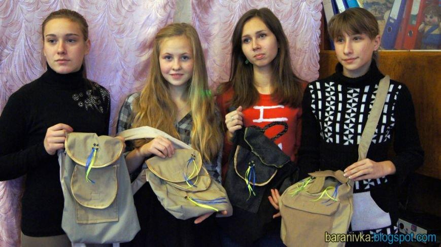 Школярі Баранівського району пошили польові сумки для бійців АТО (фото) - фото 1