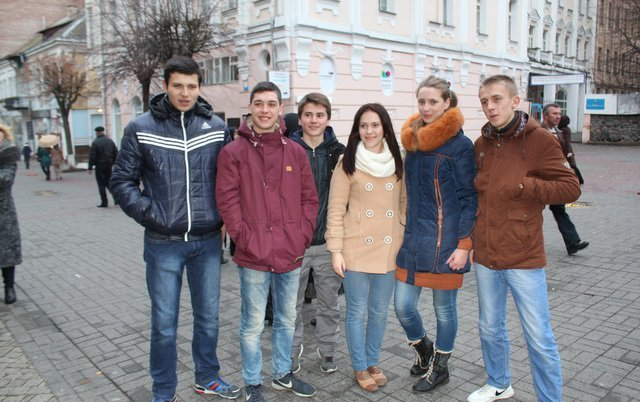 Вінницькі студенти «запалили» Європейську площу танцювальним флешмобом, фото-1