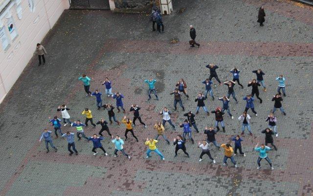 Вінницькі студенти «запалили» Європейську площу танцювальним флешмобом, фото-2