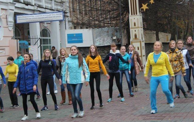 Вінницькі студенти «запалили» Європейську площу танцювальним флешмобом, фото-4