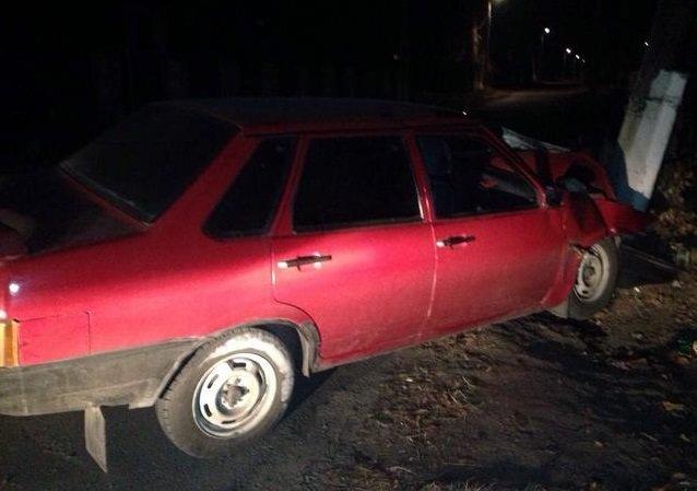 Под Харьковом машина врезалась в столб: один человек погиб, трое раненых (фото) - фото 1
